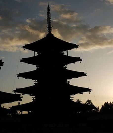 容姿がAラインの五重塔は、年代が古い証拠!