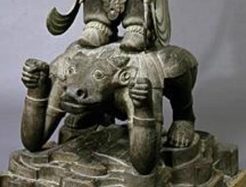 持国天像の足元の「牛頭の邪鬼」