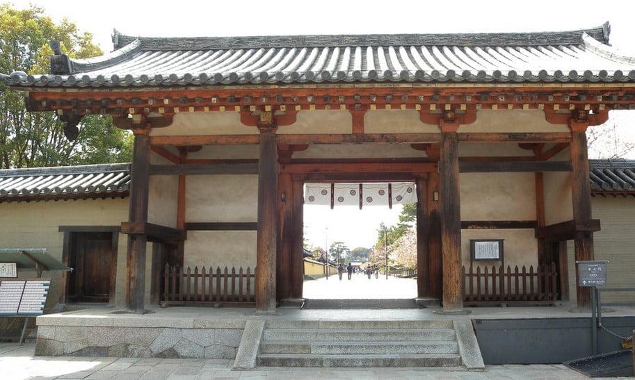 法隆寺・東大門(ほうりゅうじとうだいもん)