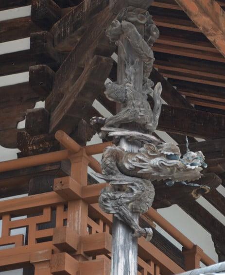 法隆寺・「金堂の下り龍」