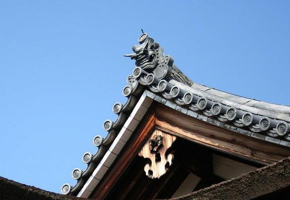 法隆寺・金堂と五重塔の裳階の「獅子」「鬼?」