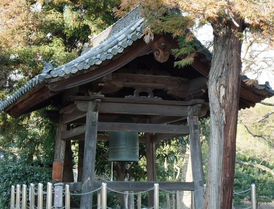 今も突かれる、鐘楼がない「法隆寺のたった1つの鐘」