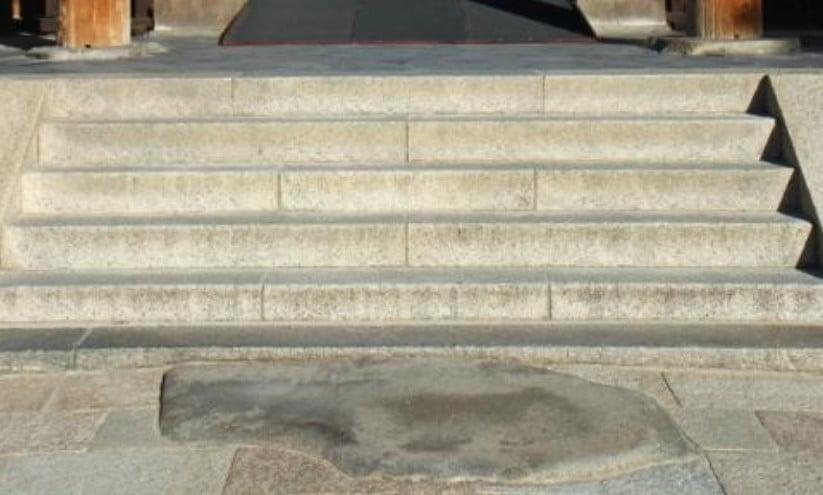 法隆寺の七不思議【その1】「鯛石(たいいし)」