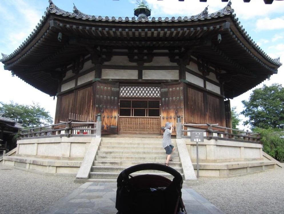 法隆寺の境内はベビーカーで拝観できる?「ベビーカーのレンタル情報」