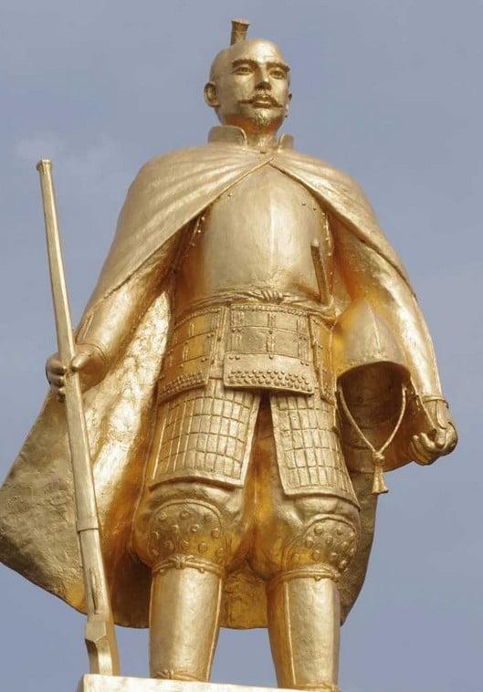 金人とは、仏像、金色の仏像、または金色の人の像を指します