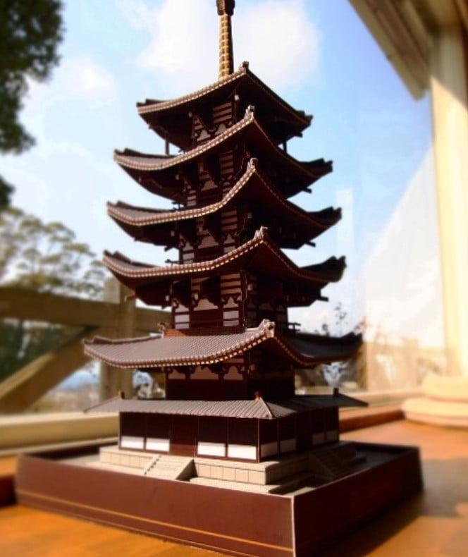 奈良・法隆寺の縮小模型「ペーパークラフト」